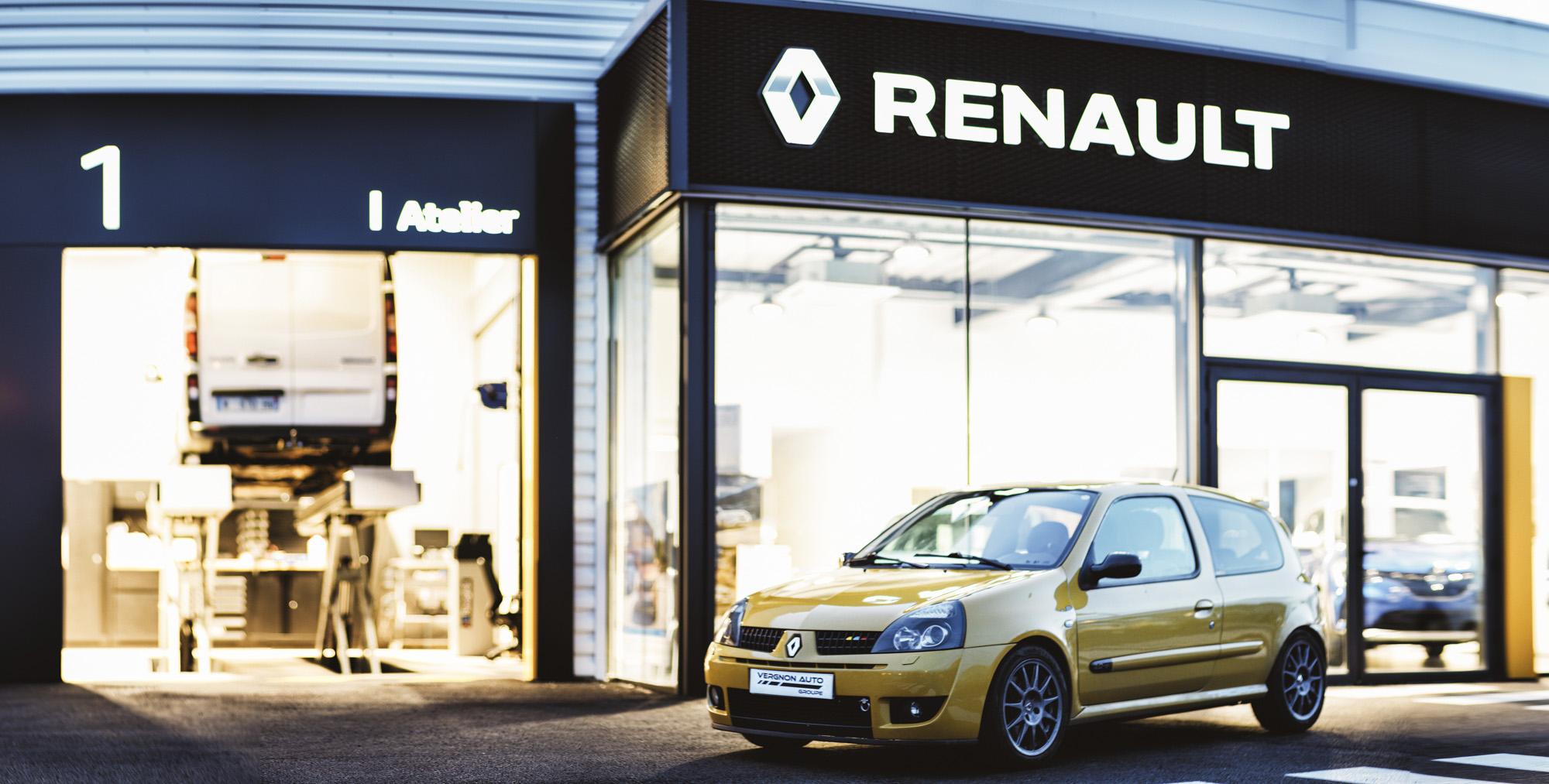 Arrêt aux stands dans les atelier mécanique et carrosserie de notre garage Renault Dacia de Sauve