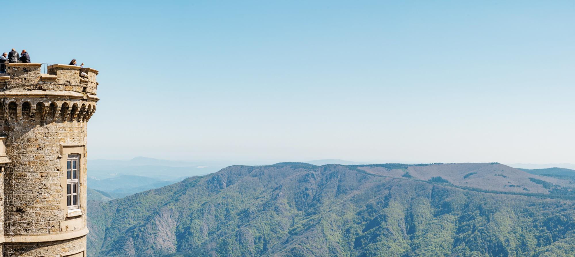 Au sommet du mont Aigoual en Peugeot e-208 de courtoisie !